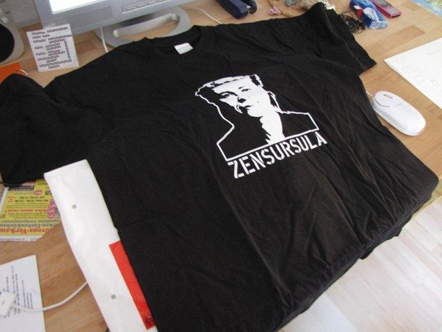 Schwarzes T-Shirt mit Zensursula-Aufdruck